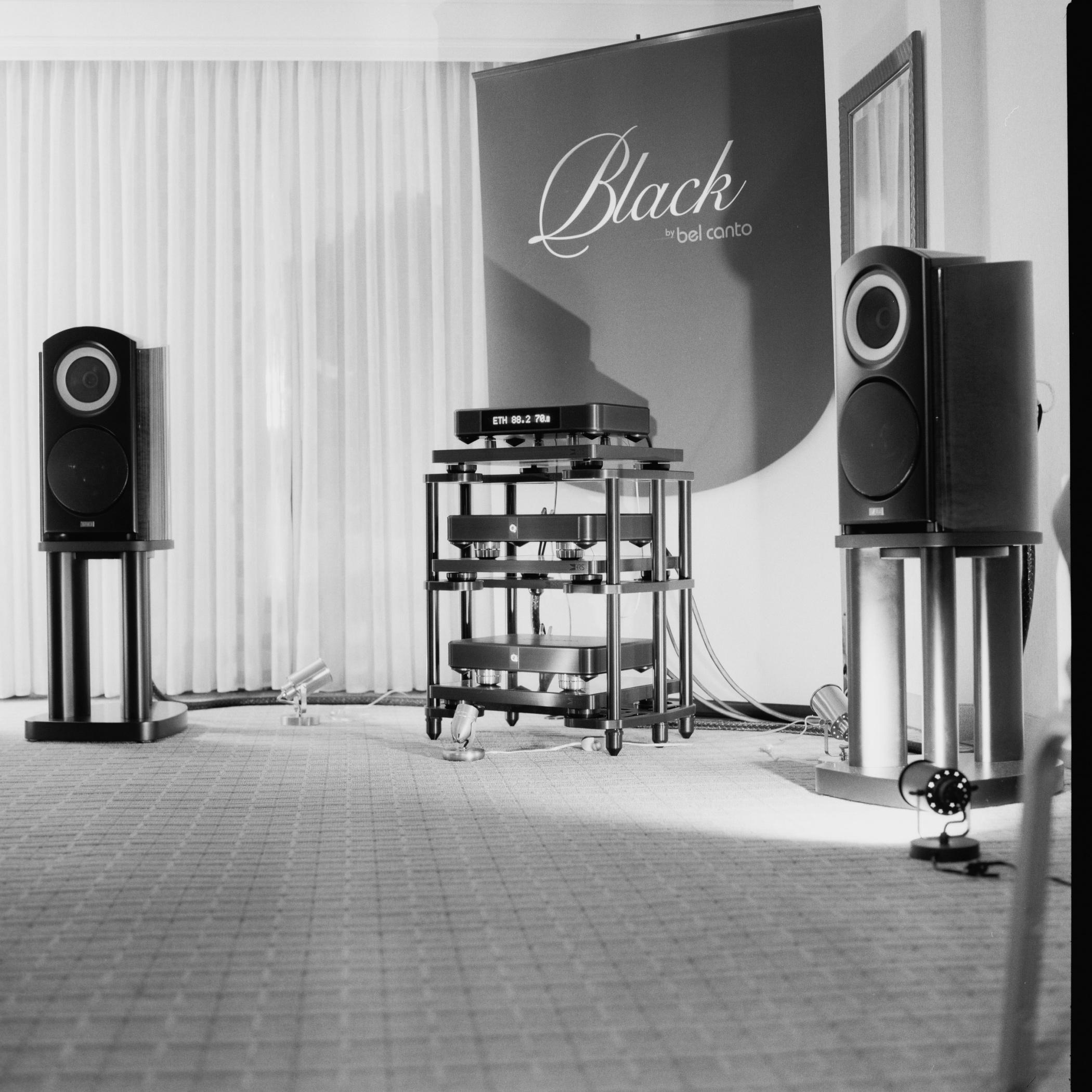 2013-Hasselblad-Black-04